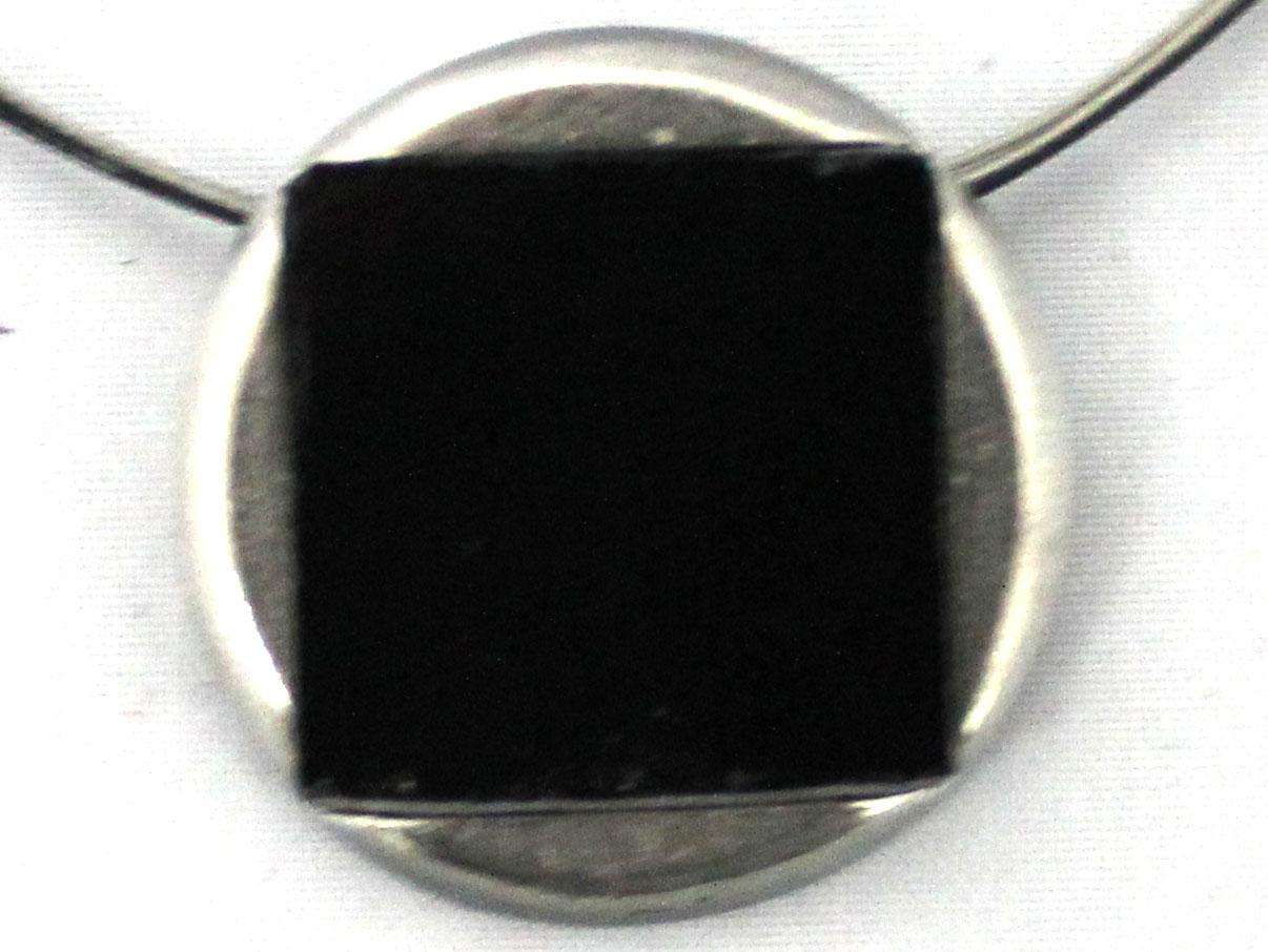 Noir-810P